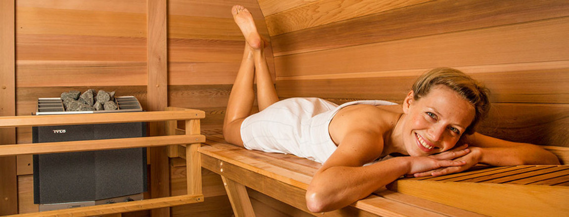 product-image-outdoor-sauna-woman